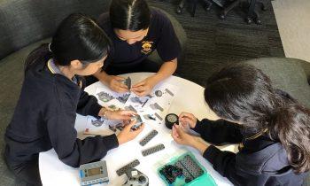 Commissioner's Digital Challenge Winners Build VEX Robots @Challa Gardens Primary!